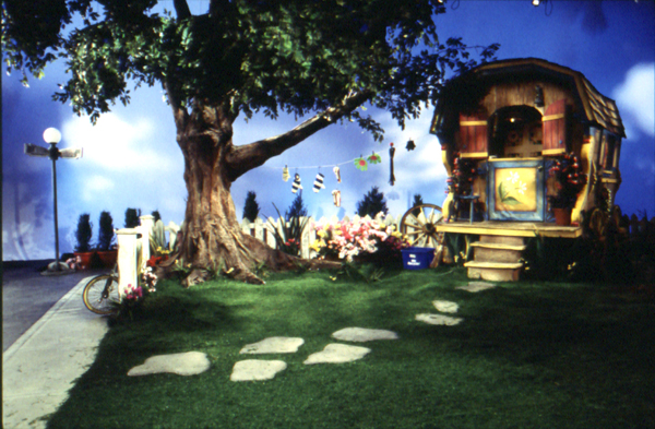 Karen valleau set design for Garden design tv show